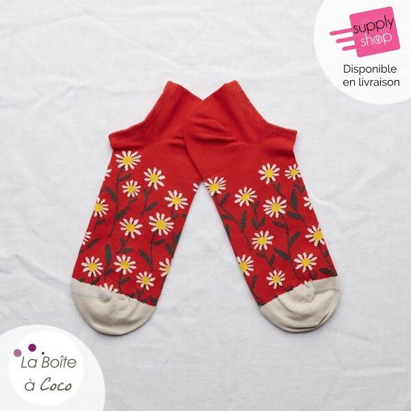 chaussette rouge sanguine avec des fleurs la boite à coco caen 1